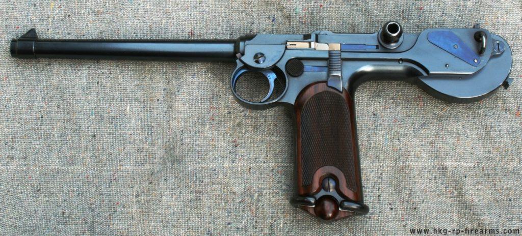 Uma pistola Borchardt C-93