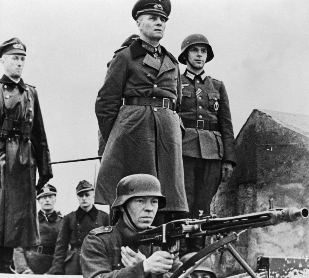 Graças à Operação Fortitude, duas semanas após o desembarque, os alemães ainda esperavam o desembarque em Pas-de-Calais.
