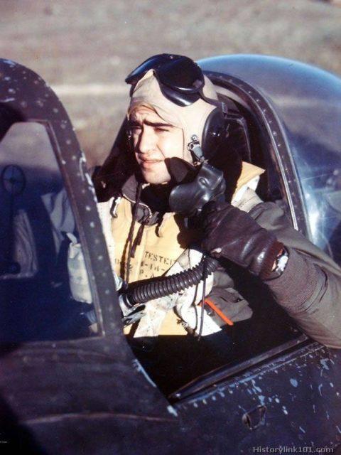 Ten. Av Rui barbosa em seu avião P-47 - Uma missão da FAB na segunda Guerra que terminou em VODKA