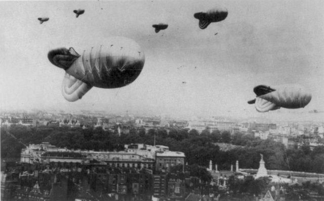 Balões da barragem sobre Londres durante a Batalha da Grã-Bretanha.