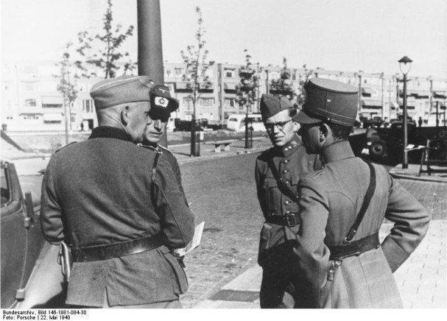 A rendição é discutida por oficiais alemães e holandeses. - Fatos Militares