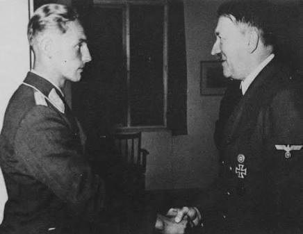 Erich Hartmann e Adolf Hitler - Fatos Militares