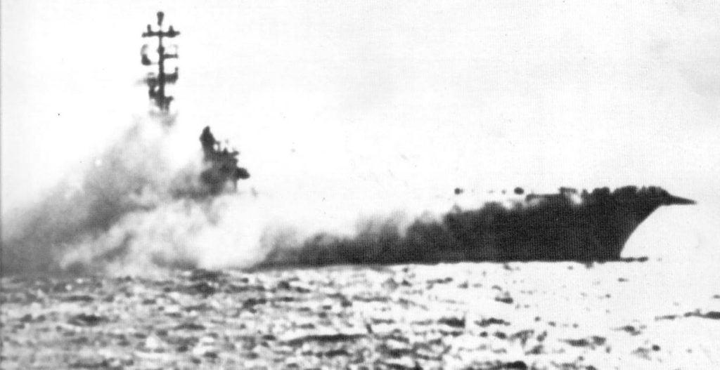 USS Oriskany pegando fogo- Fatos Militares