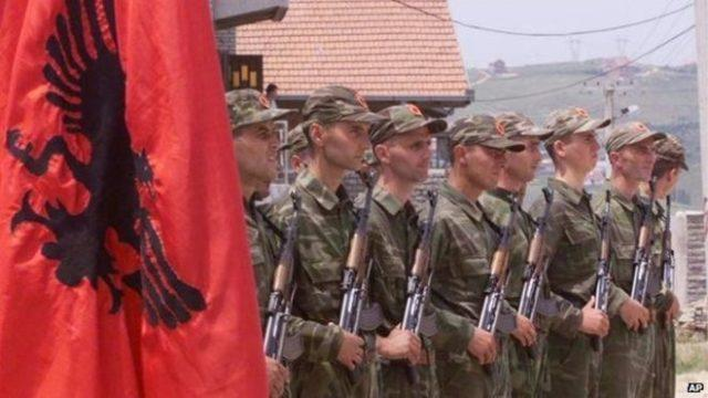 Soldados do ELK em Pristina - 1999
