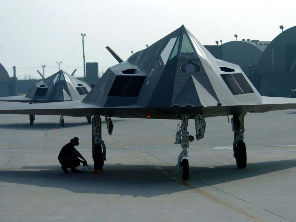 Um Lockheed Nighthawk F-117 em uma Base aérea dos Estados Unidos