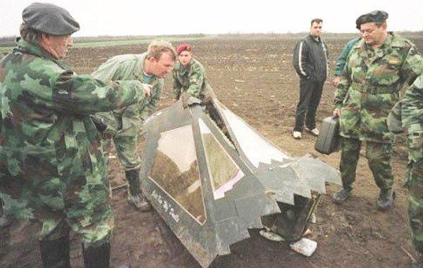 Uma parte do F-117A abatido na Servia