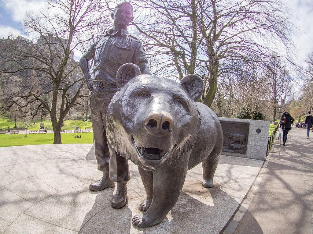 Estátua de Wojtek em Princes Street Gardens, Edimburgo