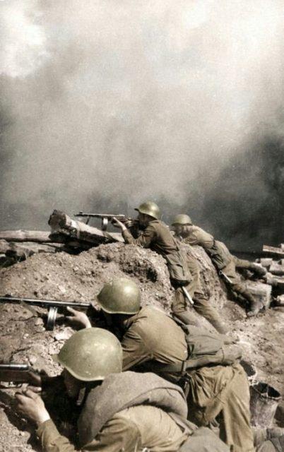 Soldados soviéticos em Stalingrado