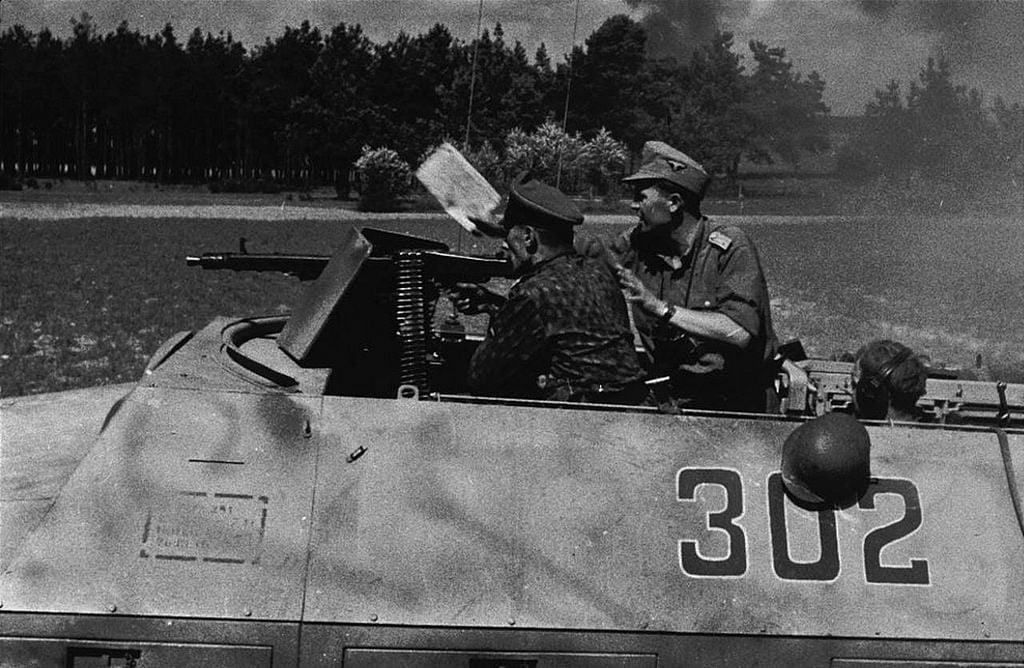 MG 42 embarcada em um Sd.Kfz. 251