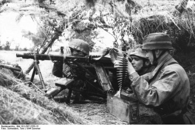 Soldados com uma MG 42