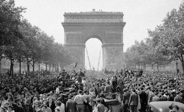 Arco do Triunfo no Fim da Segunda Guerra Mundial