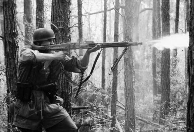 metralhadora MG 42