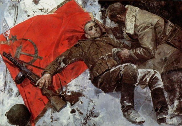 Um soldado soviético morto em combate ao lado da bandeira da URSS