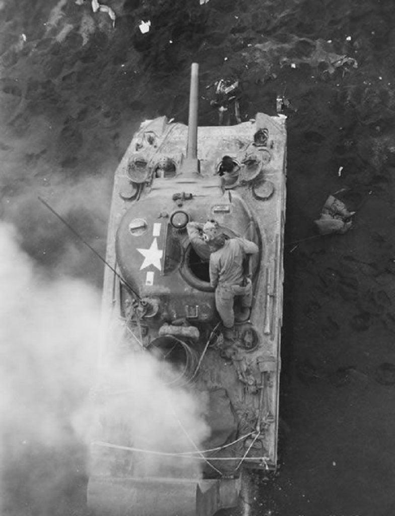 Um tank sherman em Iwo jima