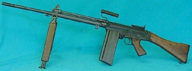 C2 canadense o FN FAL canadense