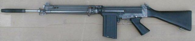 Versão austríaca do FN FAl, o Stg 58