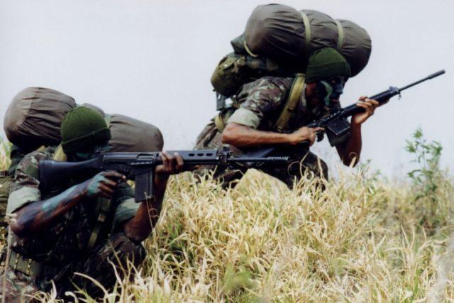 Fuzil FN FAL por tropas brasileiras