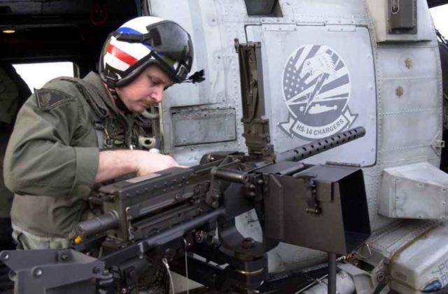 Browning M2 em um helicóptero americano