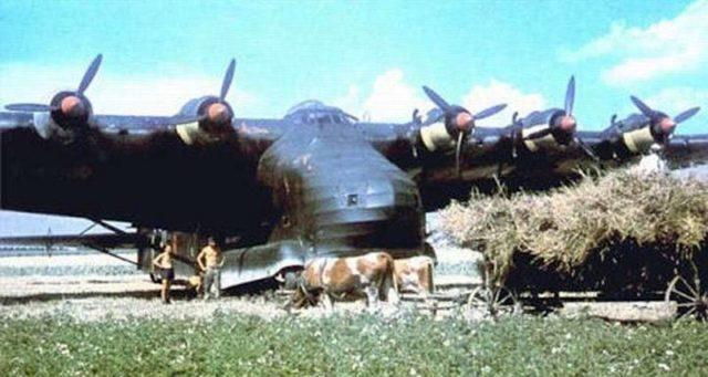 Uma foto do Messerschmitt Me 323 Gigant colorida
