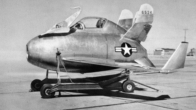 08-McDonnell-XF-85-Goblin-an-American-prototype-jet-fighter-intended-to-be-deployed-from-the-bomb-bay-of-the-Convair-B-36-1948-640x360