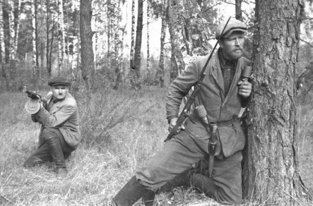 Partisans (guerrilheiros) soviéticos na Bielorrússia, 1943.