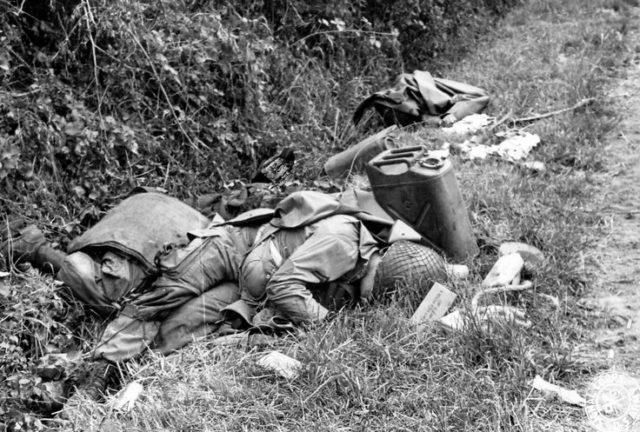 O primeiro americano morto na guerra foi morto pelos russos.