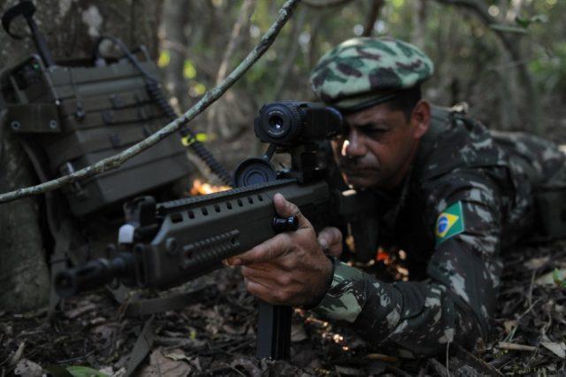 Soldado com fuzil IA2