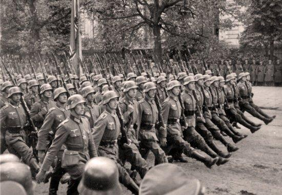 Solados alemães em Warsaw, Polônia -