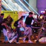 Pessoas ajudando os feridos do atentado em Las vegas