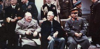 Churchill, Roosevelt e Stalin durante a Conferência de Yalta, em 1945.