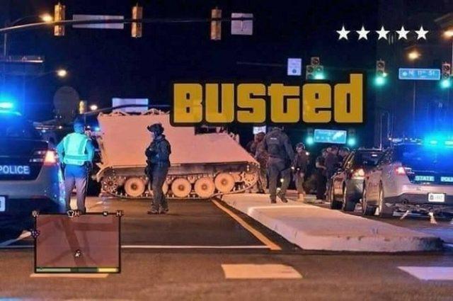 Homem rouba veículo blindado da Guarda Nacional nos EUA