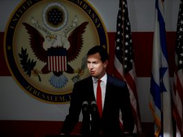 Jared em um discurso ocupando seu atual posto.