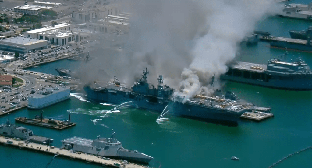 Incêndio a bordo do USS Bonhomme