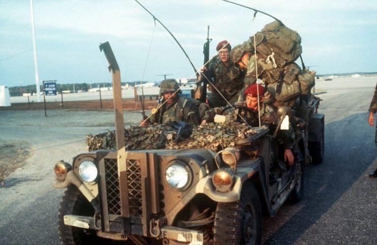 M151 - Transporte de Munições e Tropas.