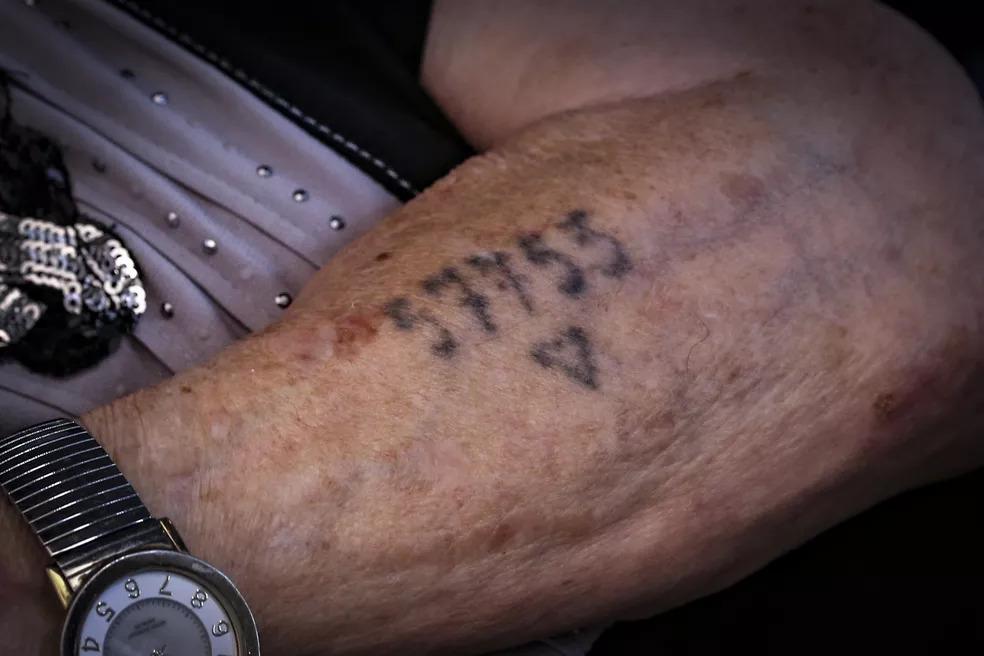 Perola - Pola - Waiswol, de 92 anos, ainda tem em seu braço o seu número de registro no campo de concentração. -  Foto: PAULO LOPES/BW PRESS/ESTADÃO CONTEÚDO